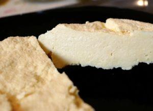 Приготовить сыр дома очень просто. Рецепт