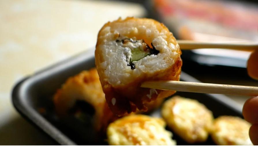 Дешевые суши из магазина SPAR. Как готовят суши в магазине?